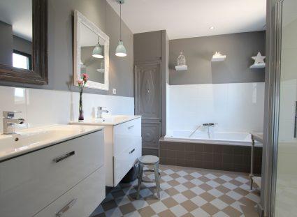 maison elegante bordeaux salle de bain