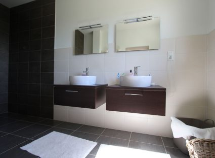 maison en Dordogne salle de bain