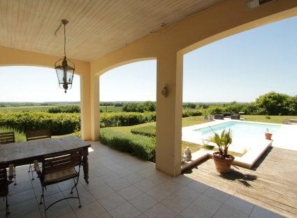 maison en Dordogne terrasse couverte