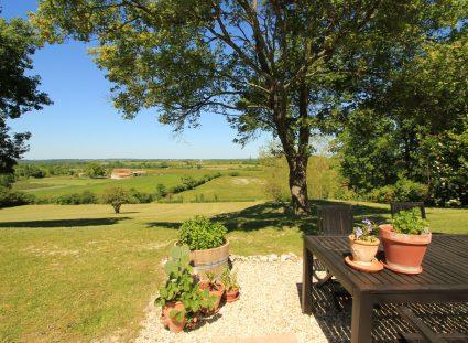 maison en Dordogne vue grand jardin igc