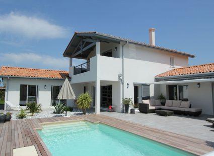 maison estivale basque avec piscine