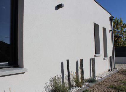 maison igc contemporaine avec enduit blanc