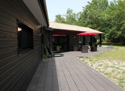 maison bois avec bardage noir