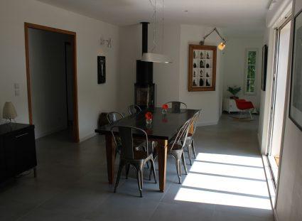 maison ossature bois avec salle a manger aménagée