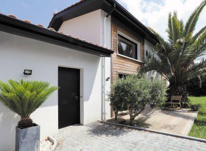 maison basque avec porche entrée