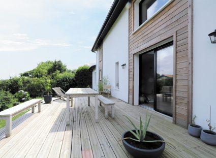 maison basque avec terrasse bois