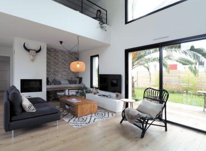 maison basque grand séjour lumineux