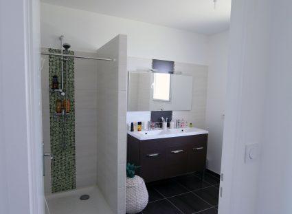 maison ecg salle de bains moderne