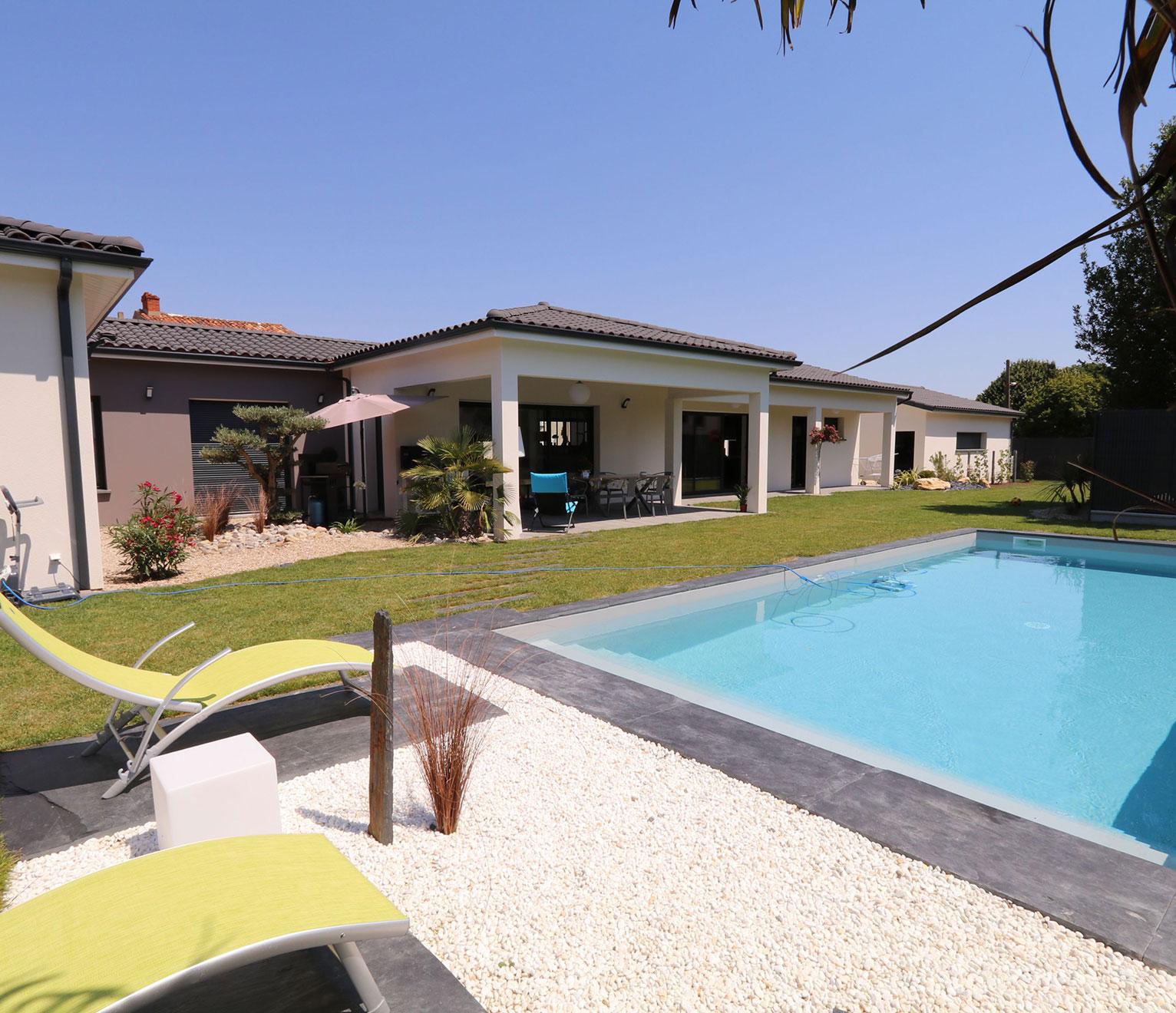 maison contemporaine avec tout confort avec piscine