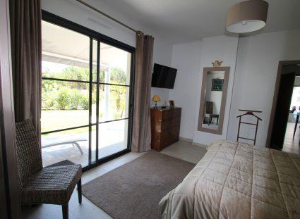 villa contemporaine avec chambre