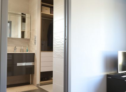 villa contemporaine chambre salle d'eau