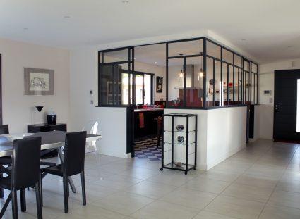 villa contemporaine cuisine vitrage atelier