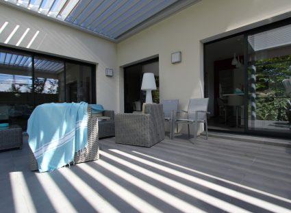 villa contemporaine terrasse ombragée