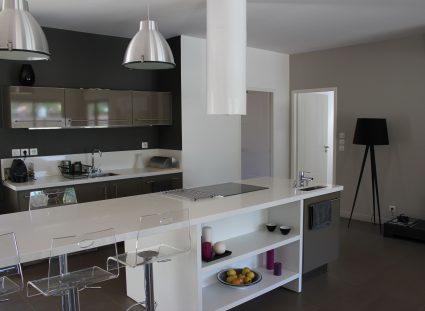 villa lignes épurées cuisine design