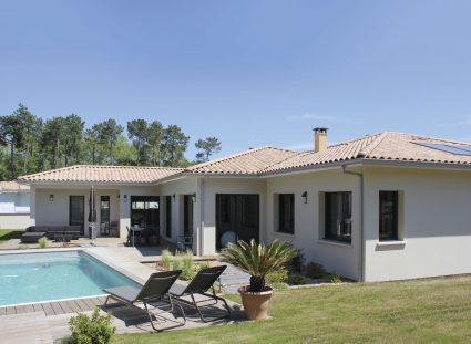 villa lignes épurées jardin terrasse