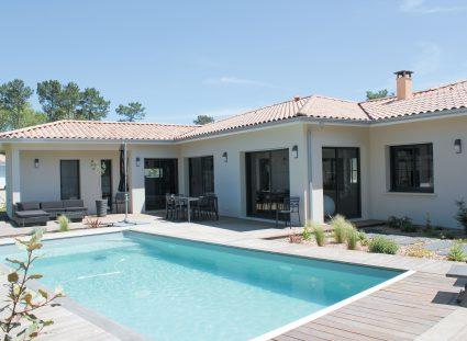 villa lignes épurées avec piscine