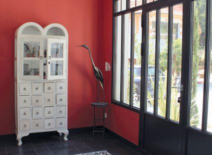 tapis de carreaux vintage dans l'entrée