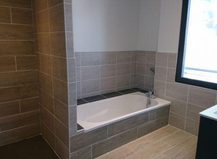 belle salle de bain dans maison neuve à royan