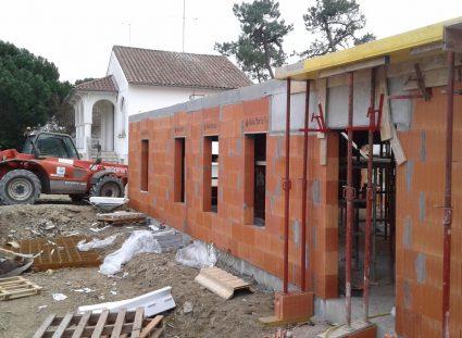 élévation des murs d'une maison à étage sur royan