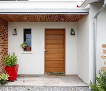 porte d'entrée en bois maison contemporaine