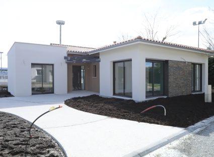 maison en construction finitions exterieurs