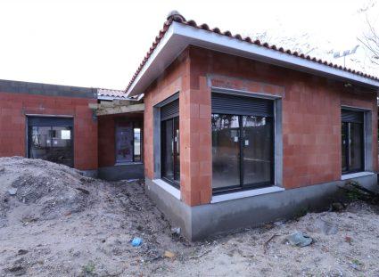 maison en construction pose des menuiseries