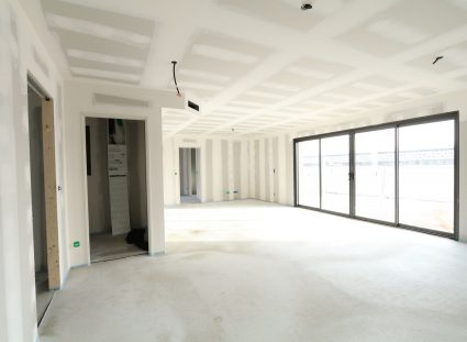 maison en construction plâtrerie finie