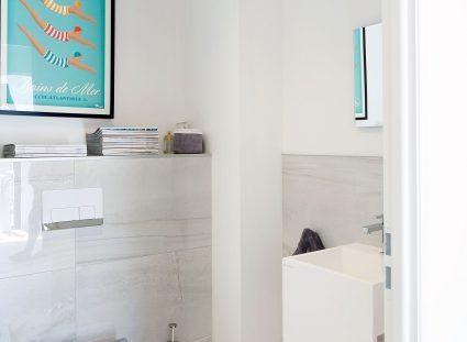 toilettes avec carrelage effet marbre
