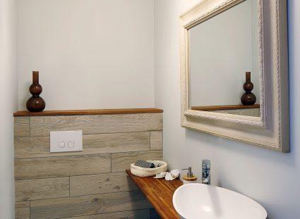 toilettes imitation effet parquet
