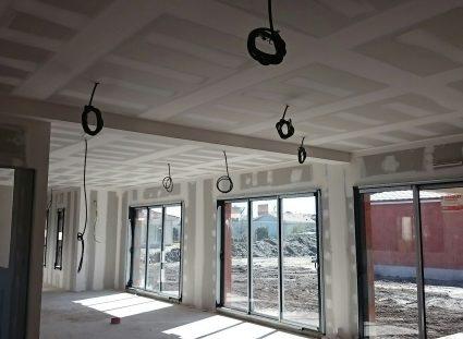 maison a étage avec baies vitrées
