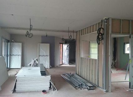 placo bande dans une maison à étage