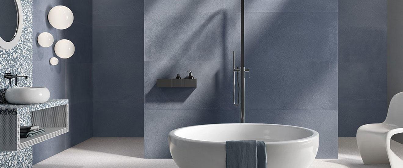 granito-tons-bleus-pour-salle-de-bains-zen-couv-pano