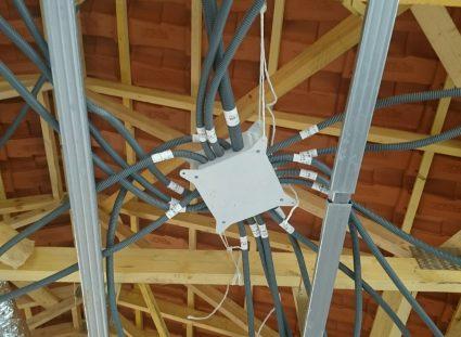 maison en construction pieuvre électrique