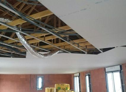 maison en construction pose du plafond