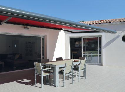 terrasse couverte avec store banne