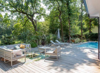 maison design avec espace extérieur agréable