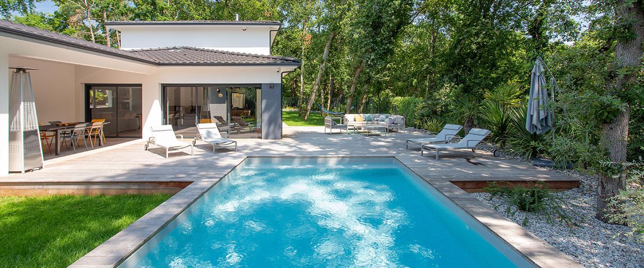 Maison design avec grande piscine