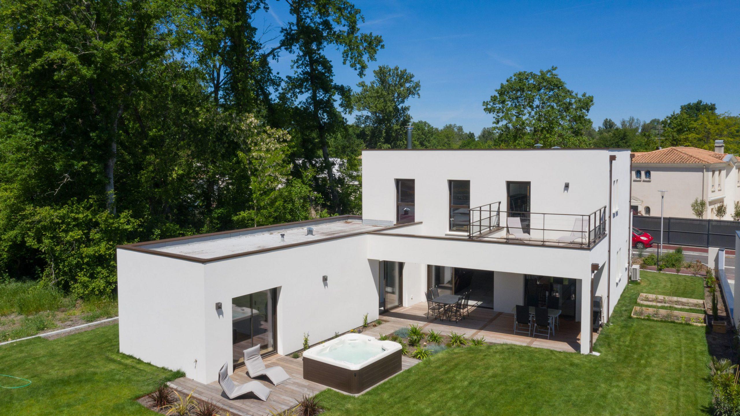 maison cubique toit terrasse