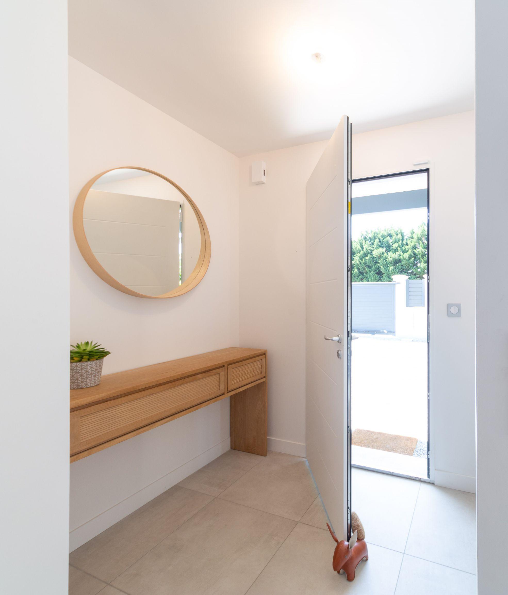 hall d'entrée avec miroir