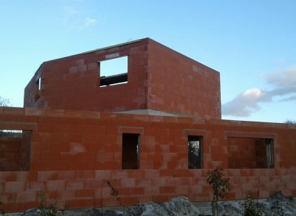 maison a étage fondations des murs
