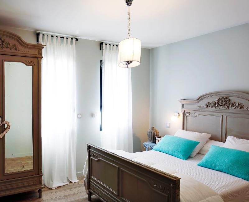 chambre avec lit de rangement