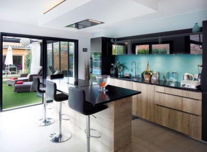 maison contemporaine avec cuisine ouverte