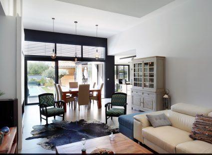 maison contemporaine avec interieur spacieux
