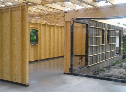 élévation des murs d'une maison en bois