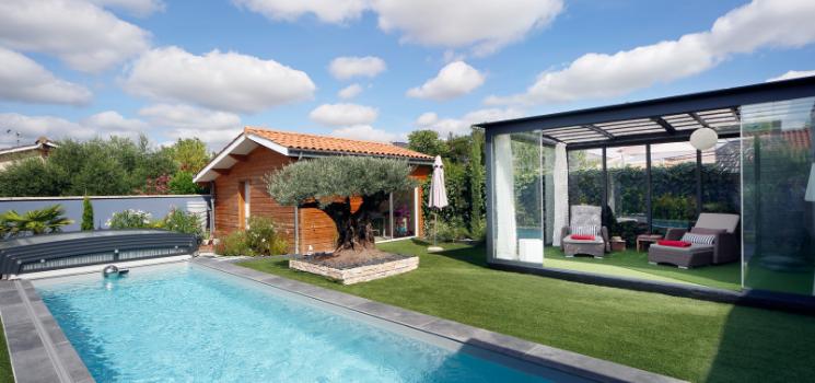 une belle maison de ville avec piscine