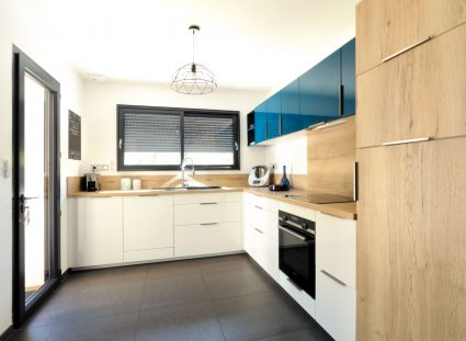 une cuisine moderne et lumineuse