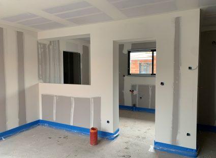 maison équipée de plaques de plâtres